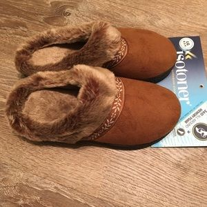 Isotoner women's large slippers size 8.5-9 NWT